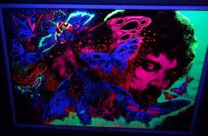ladyland_fluorescent_art_2
